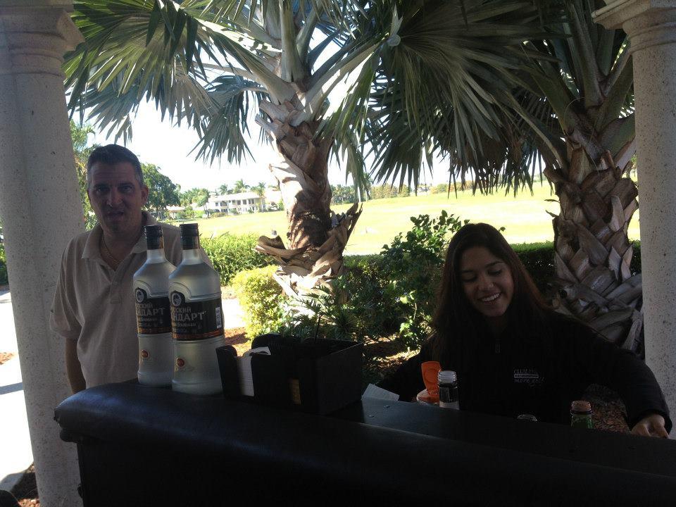 2012-healing-hearts-dinner-golf-tournament-scott-at-the-bar