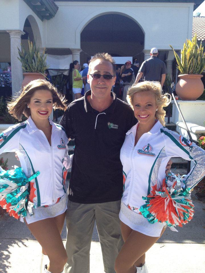 2012-healing-hearts-dinner-golf-tournament-scott-wilson-with-dolphin-cheerleaders